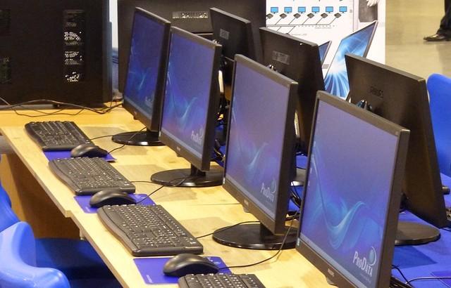 Intéresser les filles aux sciences informatiques en aménageant les classes autrement?